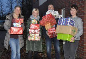 Weihnachtspäckchen für Świdwiner Kinder